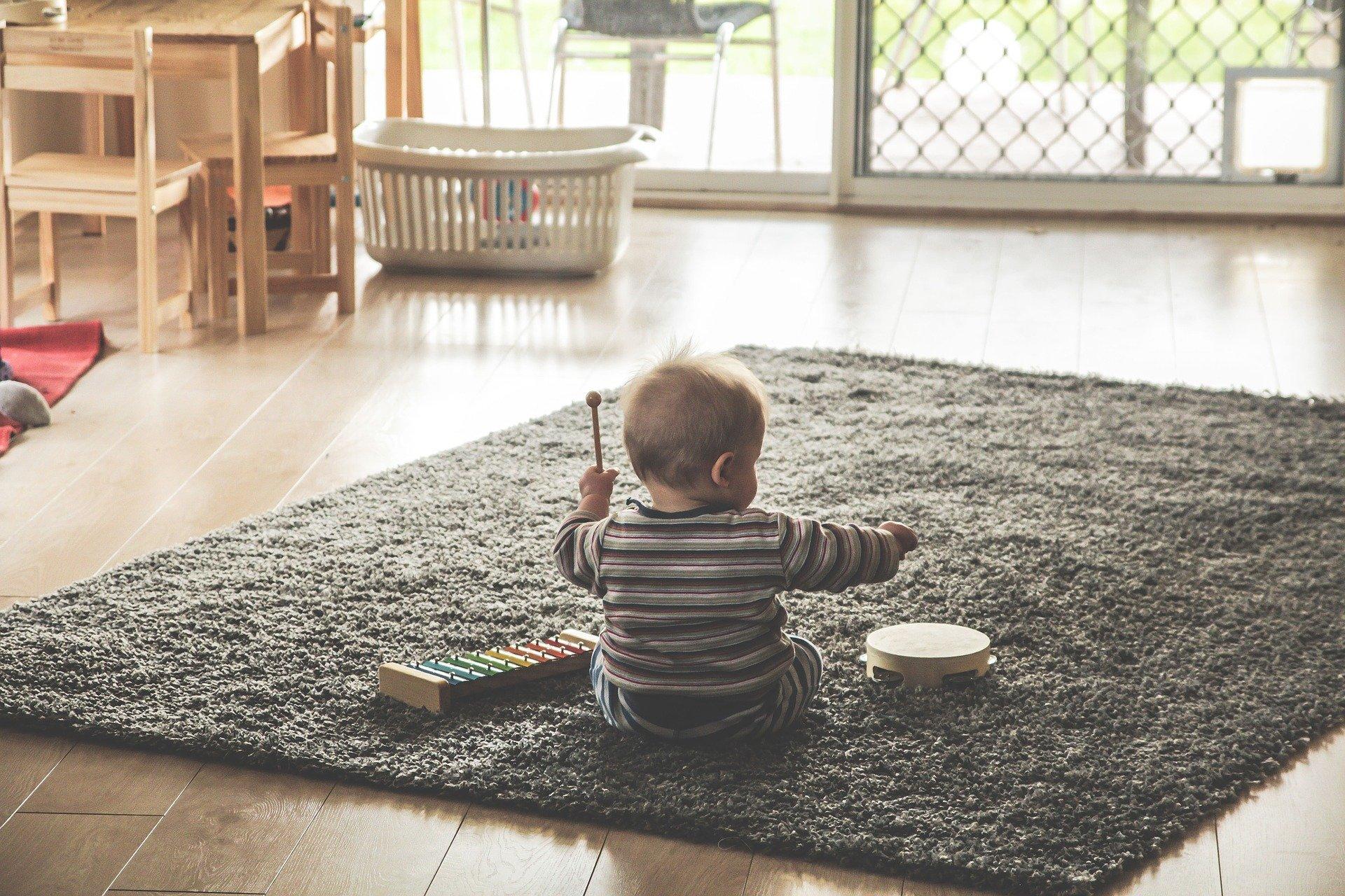 Chlapeček proužky hra