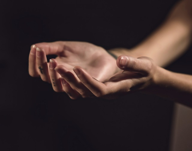 natavené ruce